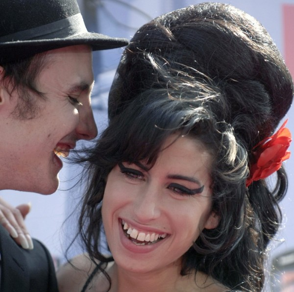 Singer Amy Winehouse (R) and husband Blake Fielder-Civil attend the 2007 MTV Movie Awards in Los Angeles, California June 3, 2007.