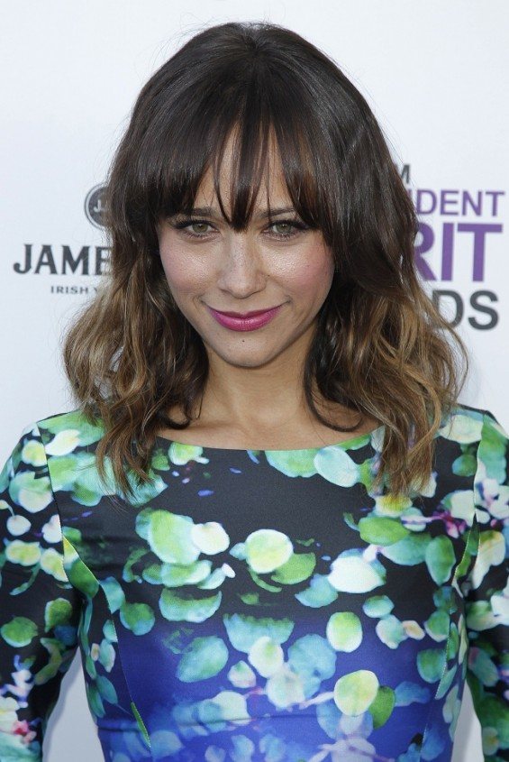 Actress Rashida Jones has called for John Travolta to publicly admit he's gay.