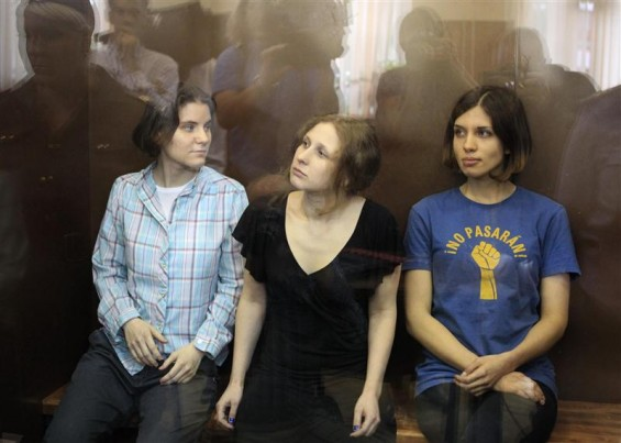 Members of the female punk band &#034;Pussy Riot&#034; (R-L) Nadezhda Tolokonnikova, Maria Alyokhina and Yekaterina Samutsevich sit in a glass-walled cage during a court hearing in Moscow, August 17, 2012. A Ru