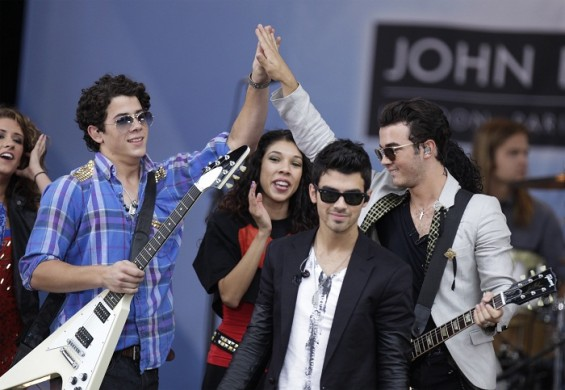 "The Jonas brothers made the announcement on Ryan Seacrest's radio station this morning. ""It's going to be a celebration to be back on the stage together and kind of a party with our fans!"" Nick told S"
