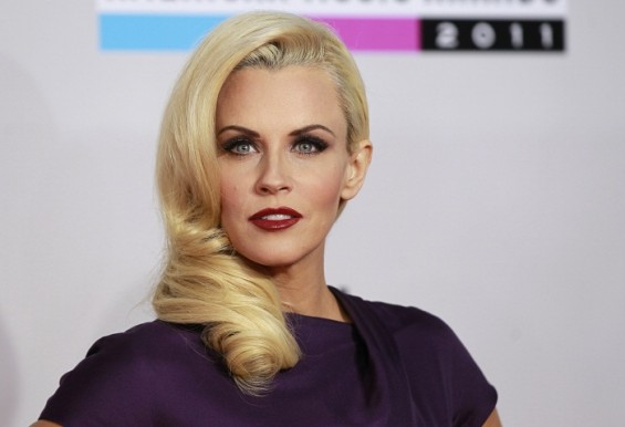 Actress Jenny McCarthy arrives at the 2011 American Music Awards in Los Angeles November 20, 2011.
