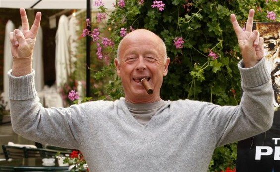 "Director Tony Scott poses during a photocall in Paris in this July 20, 2009 file photo. Hollywood filmmaker Scott, director of such big-screen action hits as ""Top Gun"" and ""Crimson Tide,"" jumped to hi"