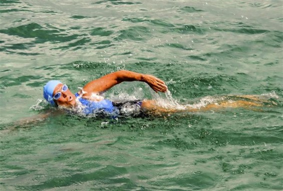 Endurance swimmer Diana Nyad swims off as she begins a more than 100-mile trip across the Florida Straits to the Florida Keys, starting from Havana, Cuba, August 18, 2012.