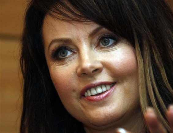 British soprano Sarah Brightman gestures during an interview with Reuters in Beijing August 9,2008.