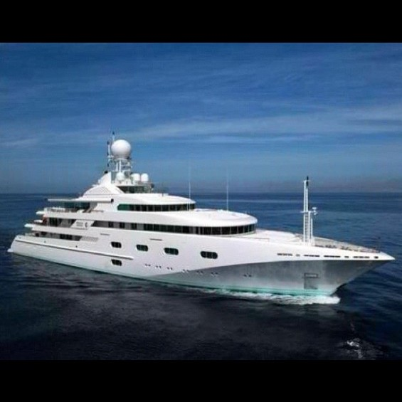 Kim Kardashian Yacht Photo