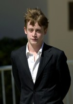 Actor Macaulay Culkin leaves the Santa Barbara county courthouse in Santa Maria, California May 11, 2005. Culkin was called in as a witness in Michael Jackson's child molestation trial.