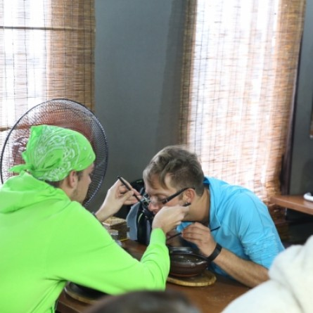 Bergen and Kurt feed each other noodles during a detour on 'The Amazing Race'