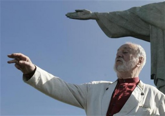German conductor Kurt Masur gestures in front of the Christ the Redeemer statue in Rio de Janeiro June 1, 2007.