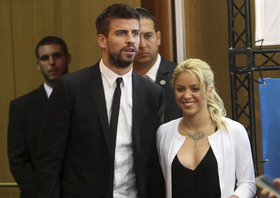 Colombian pop star and the United Nations Children's Fund (UNICEF) ambassador, Shakira, walks with her boyfriend, Barcelona soccer player Gerard Pique, after her joint news conference with Israel's pr