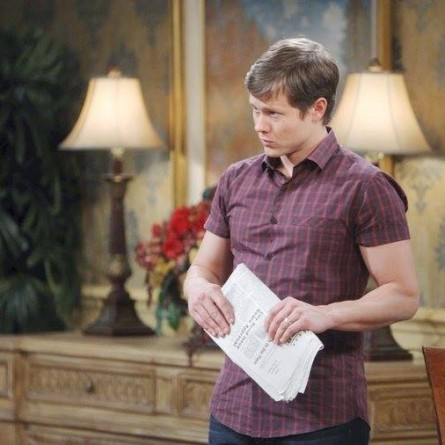 Clyde sternly warns Will not to write the article about him on the April 28, 2015 episode of 'Days of Our Lives'
