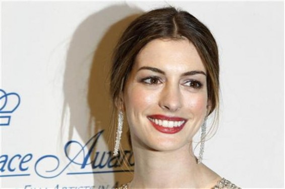 Actress Anne Hathaway poses after presenting an award during the Princess Grace Awards Gala in New York November 1, 2011.