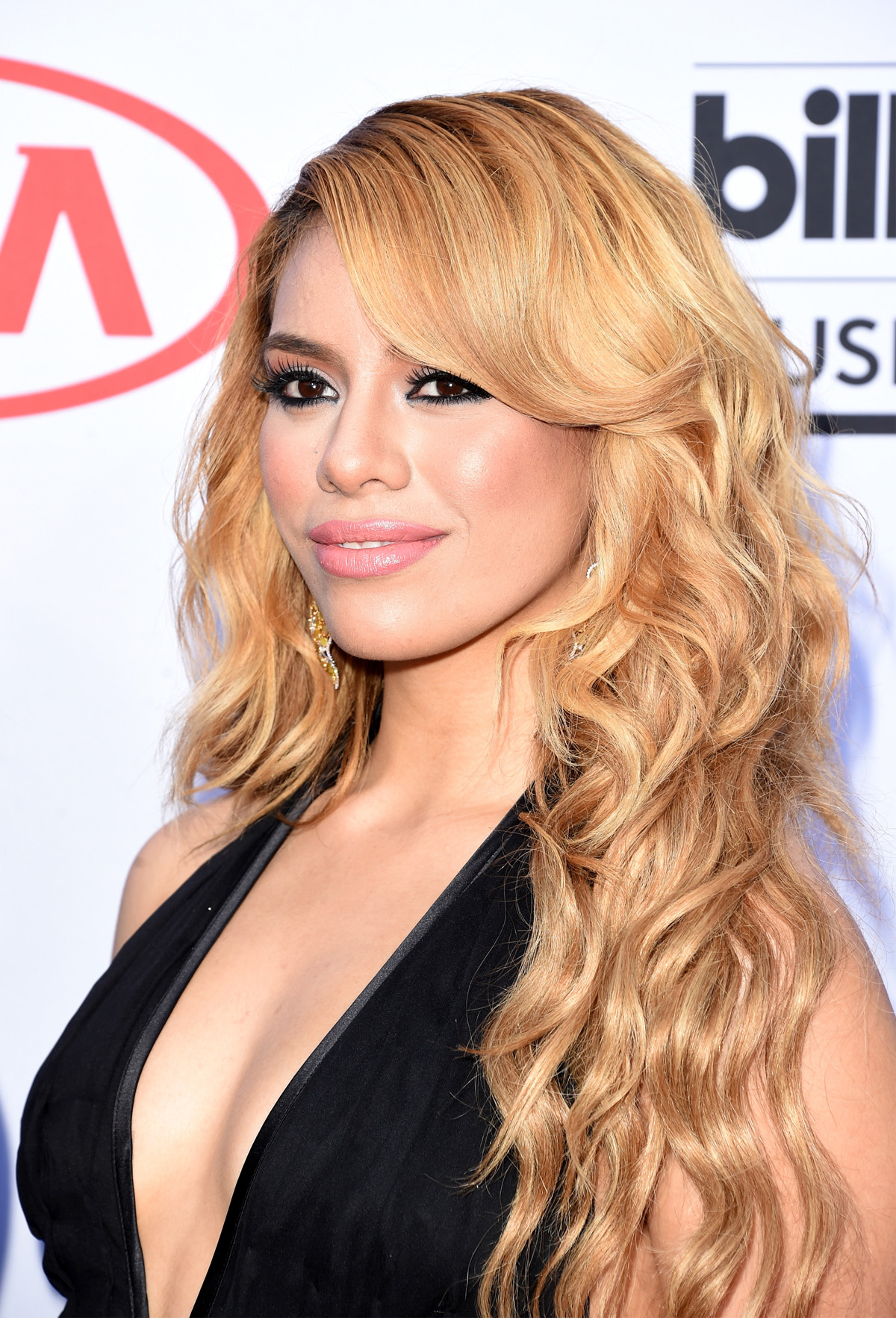 Dinah-Jane Hansen earned a  million dollar salary, leaving the net worth at 3.5 million in 2017