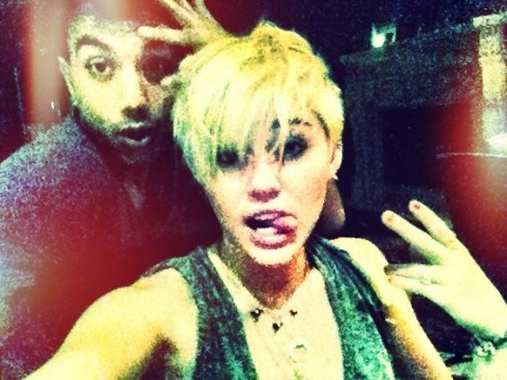 Miley Cyrus debuted a New short haircut in 2012