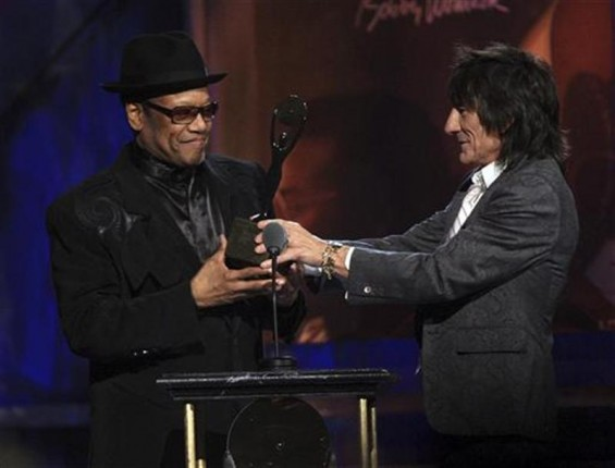 Ronnie Wood (R) inducts Bobby Womack into the Rock and Roll Hall of Fame 2009 during the induction ceremonies in Cleveland, Ohio April 4, 2009.