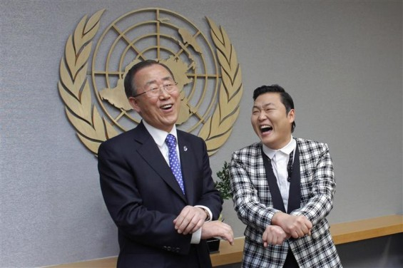 "South Korean singer Psy (R) practises some ""Gangnam Style"" dance steps with U.N. Secretary-General Ban Ki-moon during a photo opportunity at the U.N. headquarters in New York October 23, 2012."