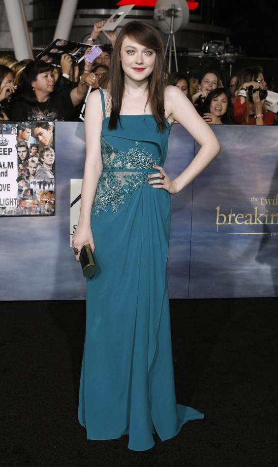 "Cast member Dakota Fanning poses at the premiere of ""The Twilight Saga: Breaking Dawn - Part 2"" in Los Angeles, California November 12, 2012."