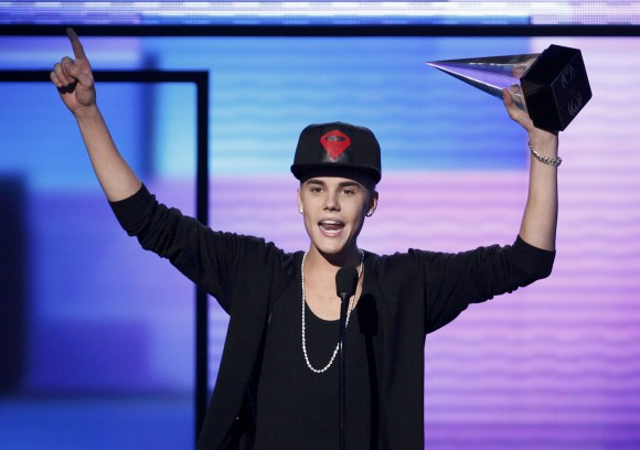 "Justin Bieber accepts the award for favorite pop rock album for ""Believe"" at the 40th American Music Awards in Los Angeles, California, November 18, 2012."