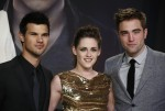 Cast members Robert Pattinson (R), Kristen Stewart (C) and Taylor Lautner pose for pictures before the German premiere of The Twilight Saga: Breaking Dawn Part 2 in Berlin, November 16, 2012.