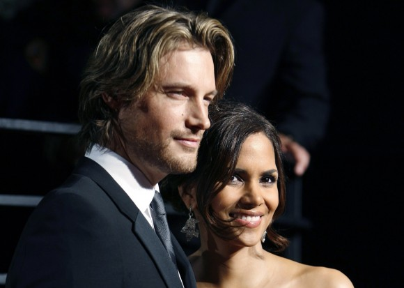 Actress Halle Berry and model Gabriel Aubry pose as they arrive at the 2009 Vanity Fair Oscar Party in West Hollywood, California, in this February 22, 2009 file photo. The father of Halle Berry's dau
