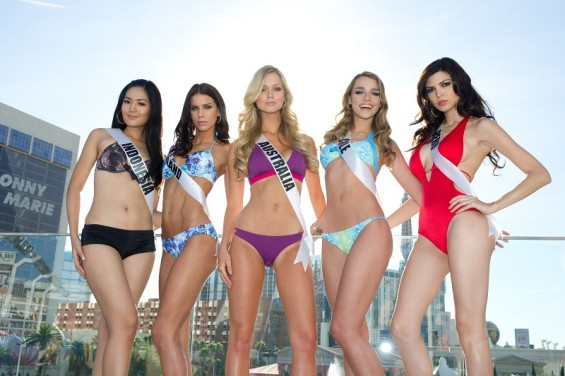 Maria Selena, Miss Universe Indonesia 2012; Adrienne Murphy, Miss Universe Ireland 2012; Renae Ayris, Miss Universe Australia 2012; Ana Luisa König, Miss Universe Chile 2012; and Nicole Faveron, Miss