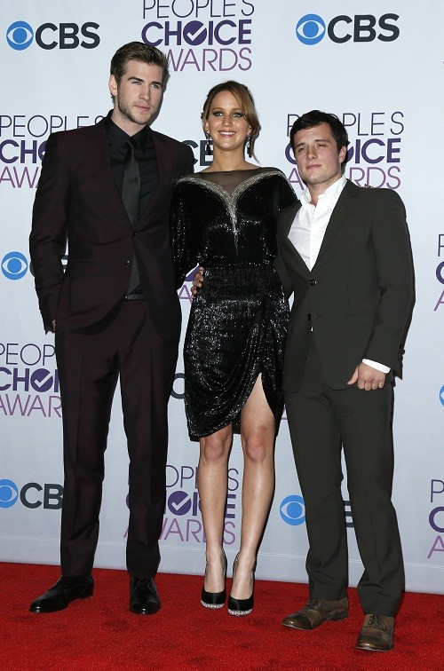 Liam Hemsworth (L), Jennifer Lawrence and Josh Hutcherson at the 2013 People&#039;s Choice Awards 