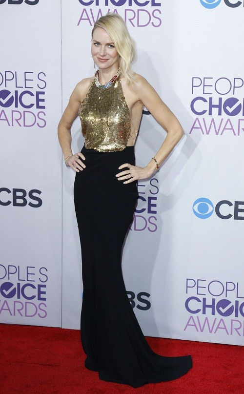 "Australian actress Naomi Watts, of the film ""The Impossible,"" poses as she arrives at the 2013 People's Choice Awards in Los Angeles, January 9, 2013."