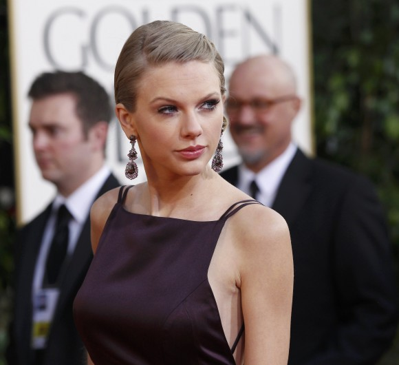 Singer Taylor Swift arrives at the 70th annual Golden Globe Awards in Beverly Hills, California, January 13, 2013.