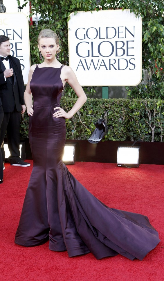 Singer Taylor Swift poses as she arrives at the 70th annual Golden Globe Awards in Beverly Hills, California, January 13, 2013.