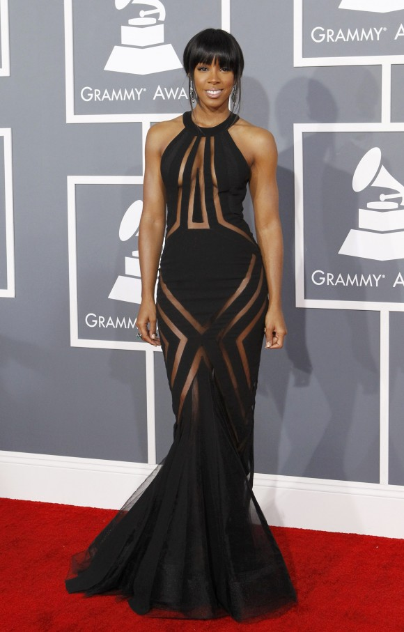 """Kelly Rowland Breaks Down During """"Dirty Laundry"""" Performance [VIDEO]"""