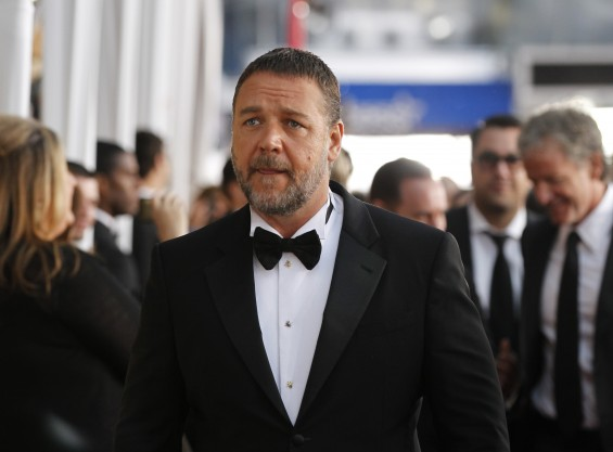 Actor Russell Crowe arrives at the 19th annual Screen Actors Guild Awards in Los Angeles, California January 27, 2013.