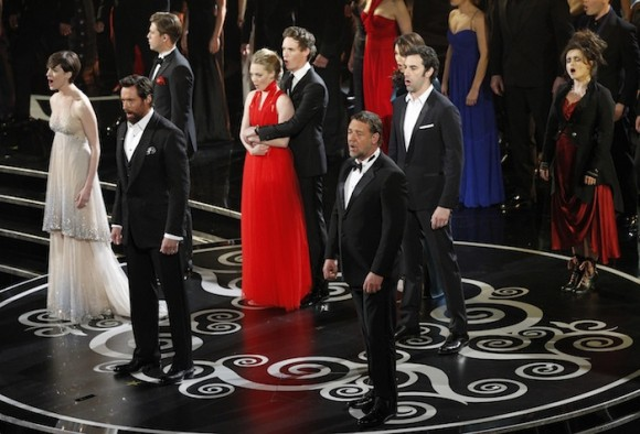 Oscar Performances, Musical Tribute VIDEO: Anne Hathaway, Russell
