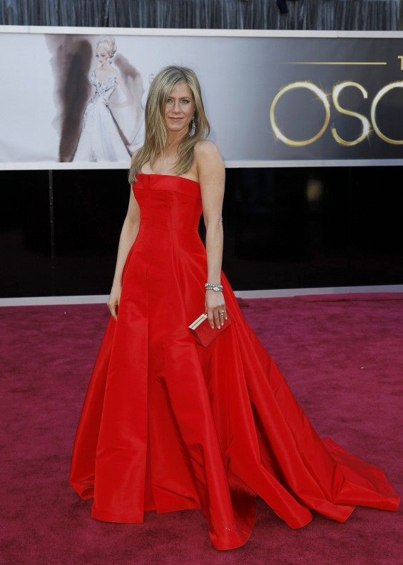 Jennifer Aniston arrives at the 85th Academy Awards in Hollywood, California February 24, 2013.