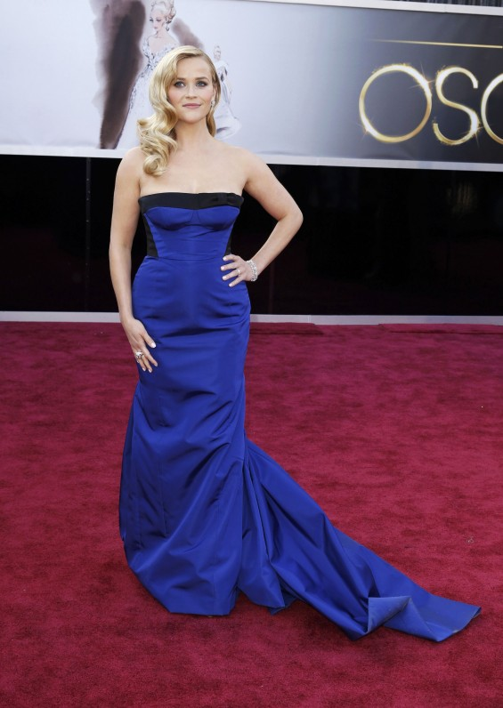 Actress Reese Witherspoon, wearing a black and royal blue Louis Vuitton gown, arrives at the 85th Academy Awards in Hollywood, California February 24, 2013.
