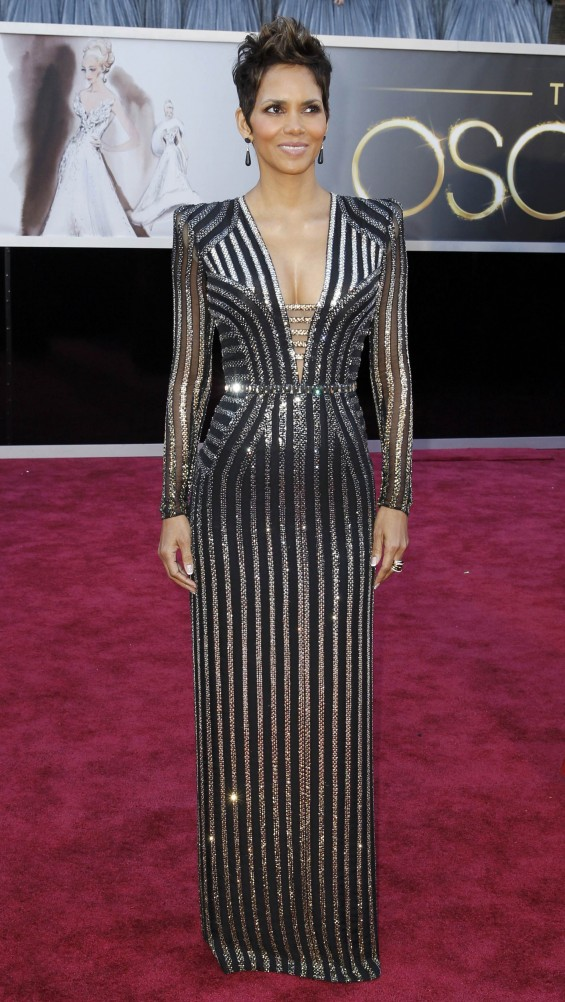 Halle Berry arrives at the 85th Academy Awards in Hollywood, California February 24, 2013.