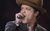 Singer Bruno Mars performs during the Victoria's Secret Fashion Show in New York November 7, 2012.
