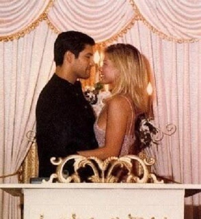 Kelly Ripa and Mark Consuelos on May 1, 1996.