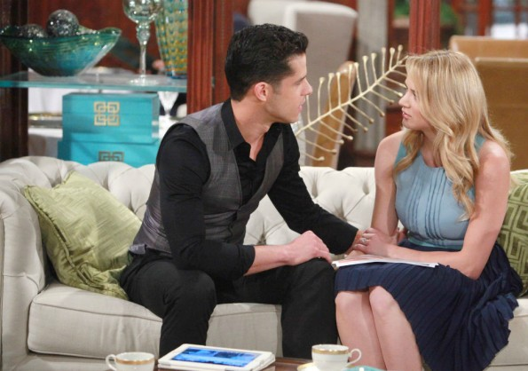 Two guests they didn't expect could change everything for Summer and Luca's engagement on the August 25, 2016 episode of 'The Young and the Restless'