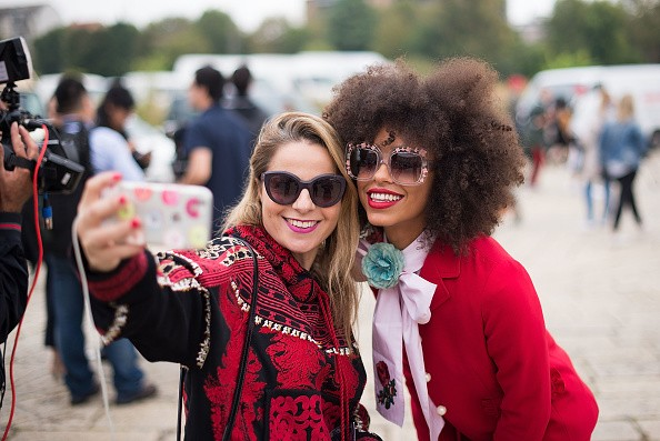 How To Always Look Good In Selfies: 3 Tips You Need To Know