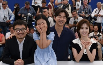 (FromL) South Korean director Yeon Sang-Ho, South Korean actress Kim Su-an, South Korean actor Gong Yoo and South Korean actress Jung Yu-mi pose on May 14, 2016 during a photocall for the film 'Bu-San-Haeng (Train to Busan)' at the 69th Cannes Film Festiv