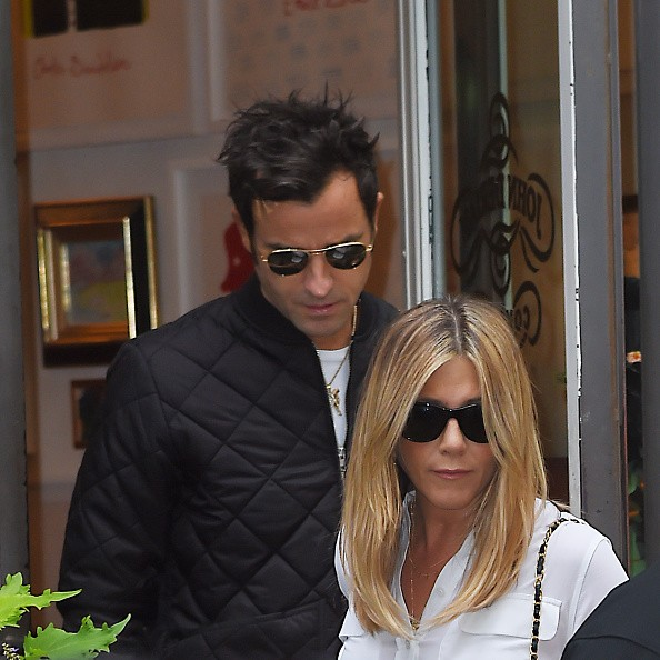 Jennifer Aniston, Justin Theroux are removing divorced: Aniston removing behind to her ex Brad Pitt?
