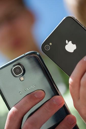 Samsung Galaxy vs. Apple iPhone
