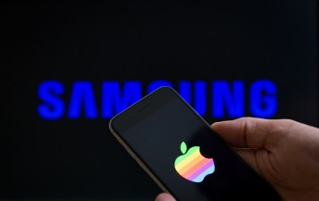 In an attempt to expand their OLED screen production Samsung have said to invest another 6 billion Euros to double capacity. Apple is said to bring out phones with the Samsung made OLED screens in 201