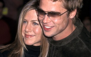 Actress Jennifer Aniston and actor Brad Pitt attend the 'Spy Game' Westwood Premiere