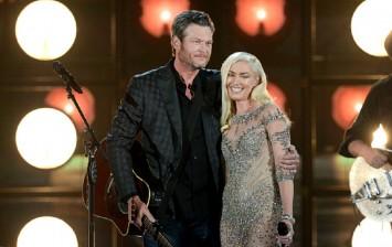 Recording artists Blake Shelton (L) and Gwen Stefani