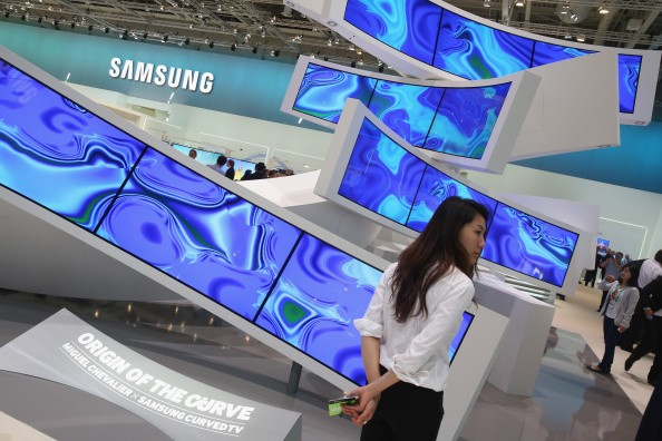 Samsung targets gamers with curved quantum dot monitors