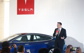 Elon Musk Will Unveil the Model 3 in 2017