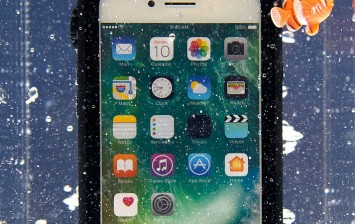 An Apple iPhone 7s is displayed underwater protected by a Catalyst case at CES 2017 at the Las Vegas Convention Center on January 5, 2017 in Las Vegas, Nevada.