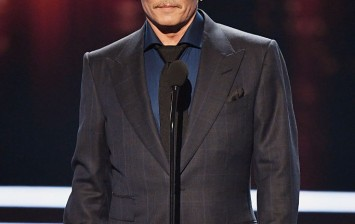Actor Johnny Depp accepts Favorite Movie Icon onstage during the People's Choice Awards 2017 at Microsoft Theater on January 18, 2017 in Los Angeles, California.