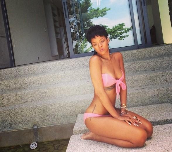 Rihanna Bikini Photos