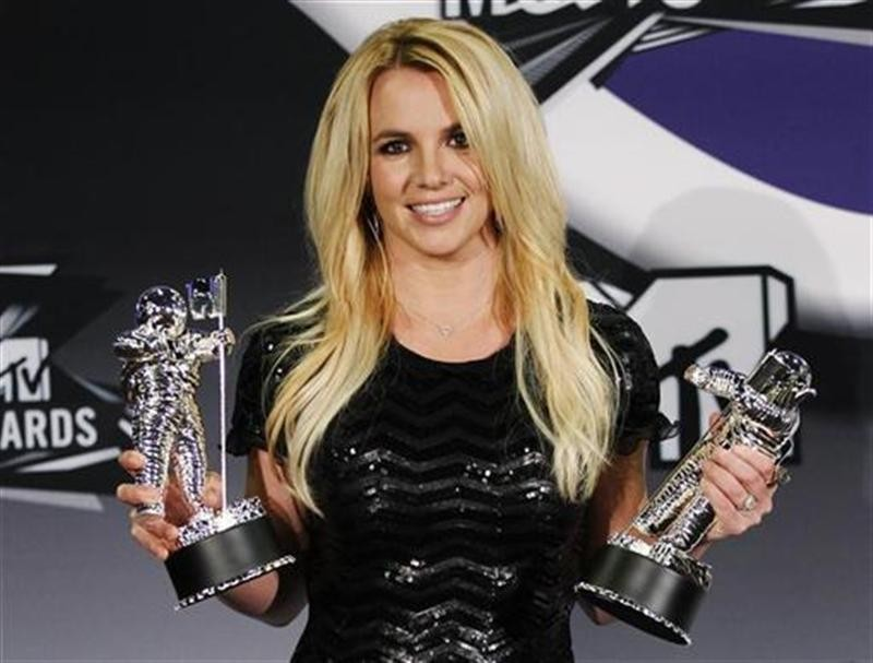 Singer Britney Spears poses with her award for Best Pop Video and the Michael Jackson Video Vanguard Award at the 2011 MTV Video Music Awards in Los Angeles August 28, 2011.